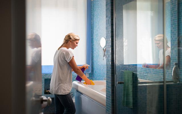 Puhdista pesu ja wc-tilat riittävän usein