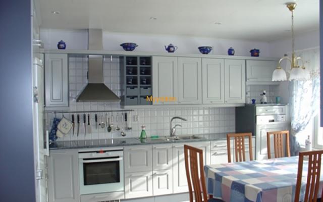 Kotisiivous keittiö
